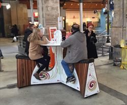 フランス パリ北駅 自転車ペダル式スマホ充電スタンド