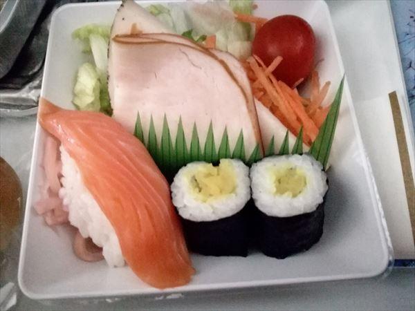 アエロフロート機内食 マス寿司とたくあん巻き